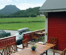 Three-Bedroom Holiday home in Isfjorden