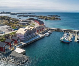 Seafront new cabin in Lofoten