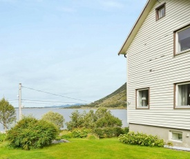 Two-Bedroom Holiday home in Laupstad 4