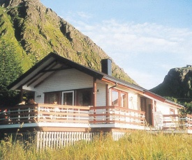 Two-Bedroom Holiday home in Leknes 1