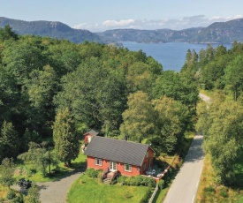 Amazing home in Farsund w/ Jacuzzi, WiFi and 3 Bedrooms