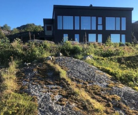 Modern oceanfront villa in the centre of Lofoten