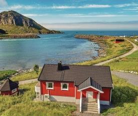 Three-Bedroom Holiday Home in Straumsjoen
