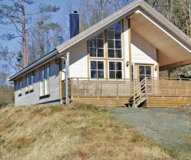 Three-Bedroom Holiday home Farsund with Lake View 06