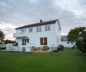 Central Brekstad - great location with Garden and Fjord-view