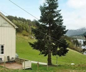 Three-Bedroom Holiday home in Vågland
