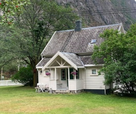 Aobrio Holidayhouse, old farmhouse close to Flåm