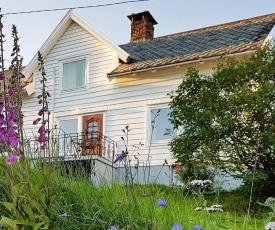6 person holiday home in LONEVÅG