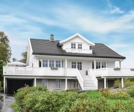 Beautiful home in Mosterhamn w/ WiFi and 3 Bedrooms