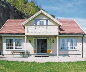 Holiday home Spangereid Lussevika III