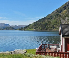 Three-Bedroom Holiday home in Selje 2