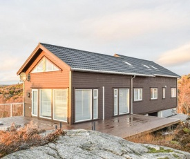 Stunning home in Lindesnes w/ 6 Bedrooms
