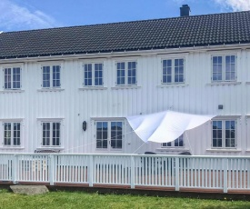 Stunning home in Lindesnes w/ Jacuzzi and 5 Bedrooms