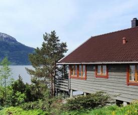 Holiday Home Eikenes (FJH412)