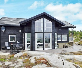 Three-Bedroom Holiday home in Lyngdal 5