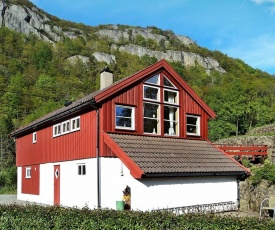 Two-Bedroom Holiday home in Lyngdal 3