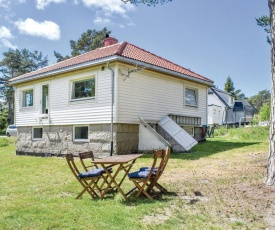 Three-Bedroom Holiday Home in Vesteroy