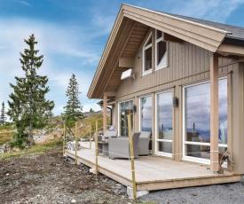 Nice home in Sjusjøen w/ 4 Bedrooms