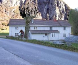 Holiday home Eresfjord Jovollstua